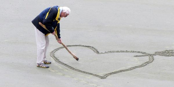 Pensioner draws love hearts in sand