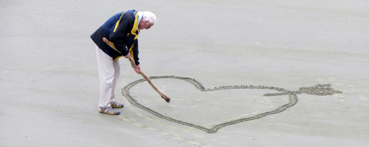 Pensioner draws love hearts in sand